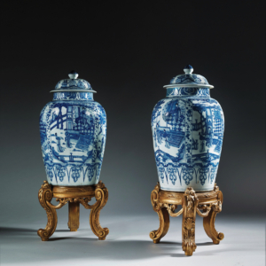HR SANTOS LONDON Massive pair of Chinese export porcelain vases and covers 002